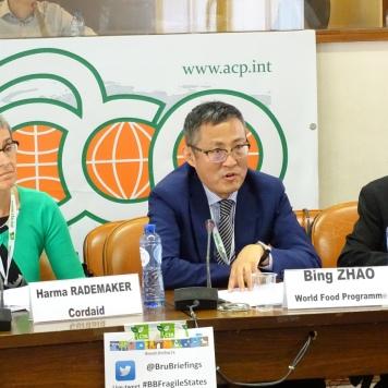 Harma Rademaker, gestionnaire de programme, Cordaid, Pays-Bas (G ); Bing Zhao, P4P Directeur et Coordonnateur global, Programme alimentaire mondial (PAM)